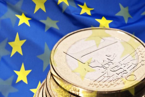 EURO Europa a UK Regno Unito Spina Convertitore Changer 2 a 3 PERNI FUSI Bianco Adattatore