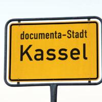 Schild der Documenta-Stadt Kassel
