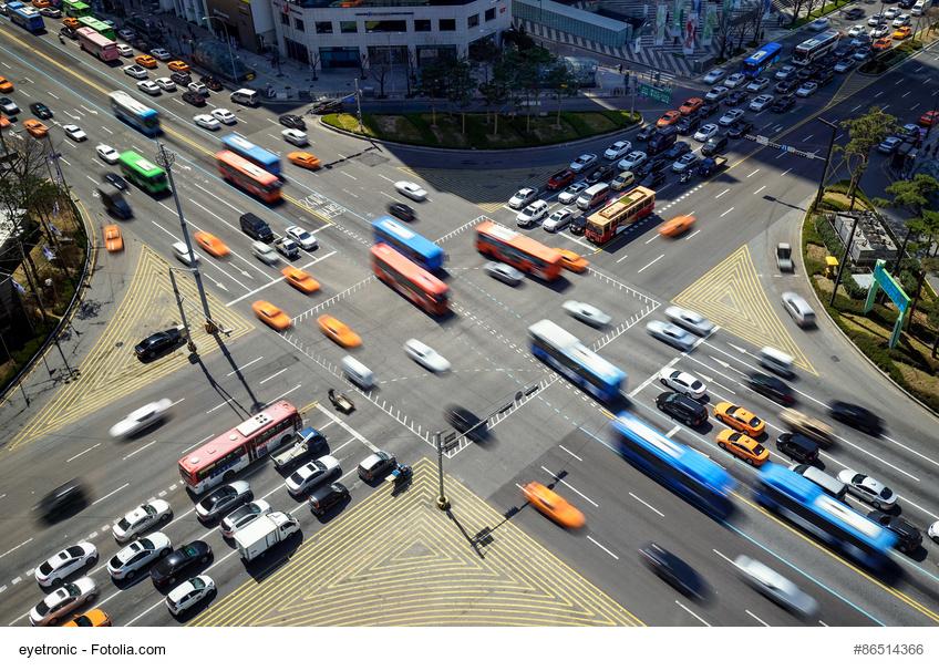 Belebte Straenkreuzung in Korea