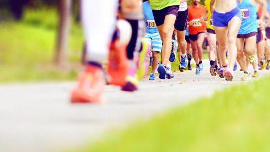 Illustration: Bild mit Beinen von Läufern