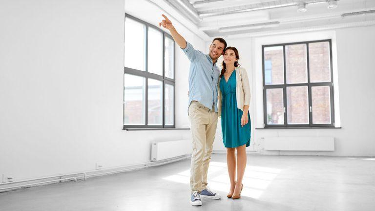 Paar und Immobilie
