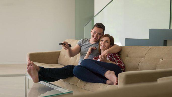 Fernsehen im Wohnzimmer