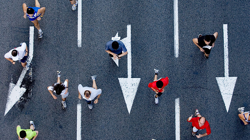 Illustration: Läufer auf Strasse von oben
