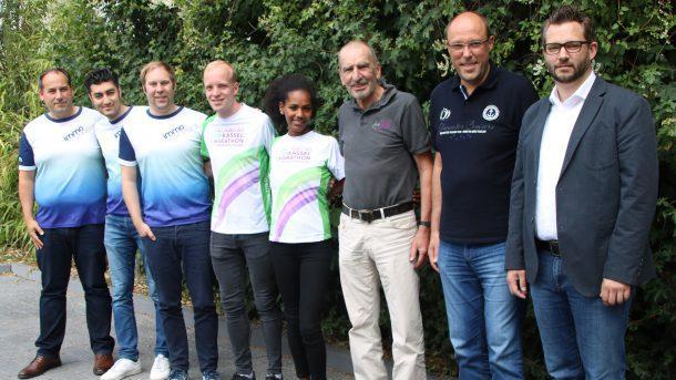 """Gruppenbild mit Athleten des PSV und ihrem Trainer, den Läufern der """"immo runners"""" und dem Sponsor IMMOVATION AG"""