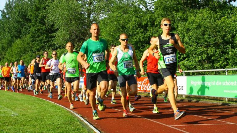 Nordhessencup 2016 - Läufer beim Heiligenröder Abendlauf