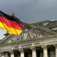 Deutschland, Fahne vor Reichstag, Berlin